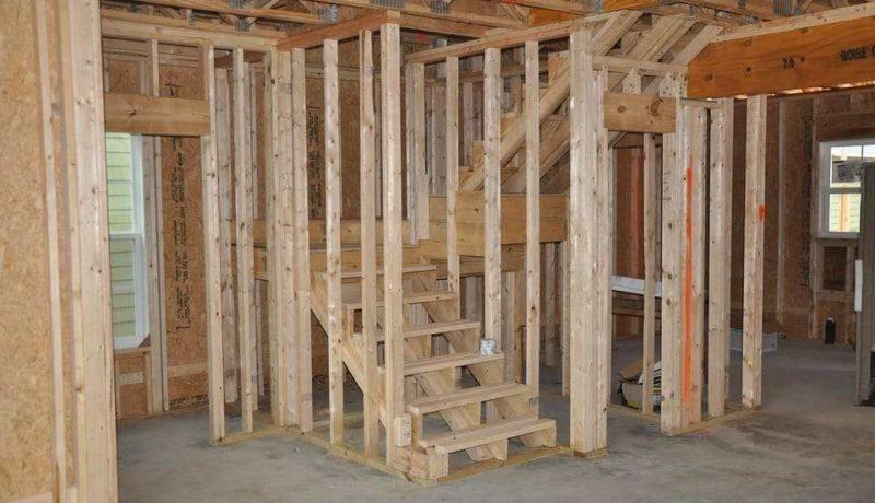 maison-bois-construction-mur-interieur