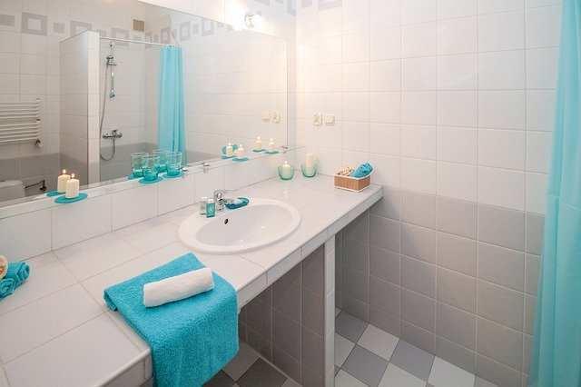Top conseils pour rendre une petite salle de bains plus spacieuse