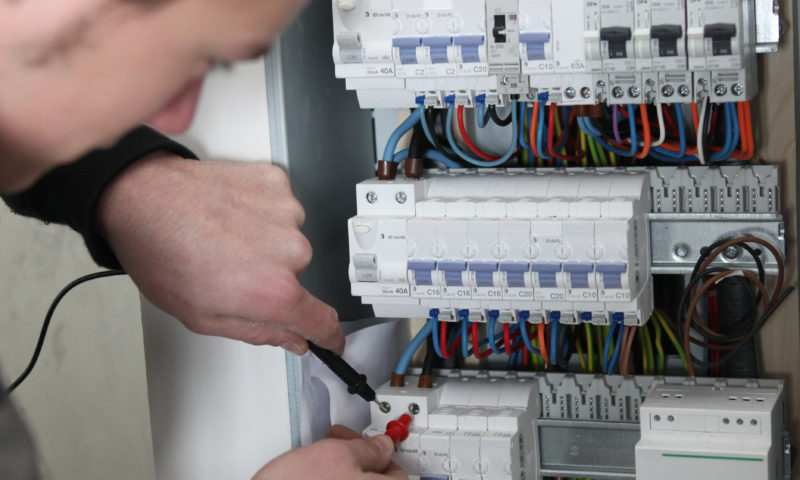 Combien coûte la rénovation électrique d'une maison?