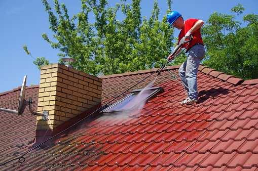 Nettoyage de fenêtre de toit: une opération qui nécessite beaucoup de savoir-faire