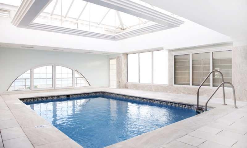 Faut-il une grande maison pour pouvoir aménager une piscine intérieure?